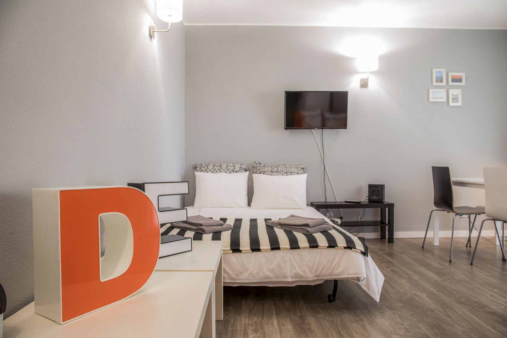 deflat-livingroom-couchbed
